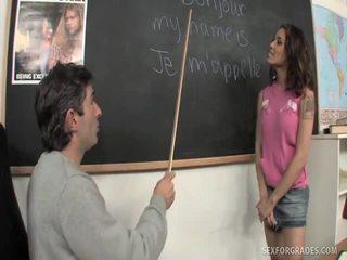 Merry brunette student bangs lærer
