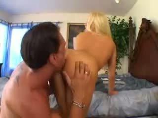 Cassie jovem takes um grande caralho vídeo