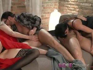 Ljubezen kremna pita two zreli milf swingers delite husbands cocks v poredne orgija