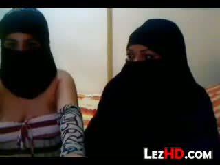 Amateur Arab Lesbians
