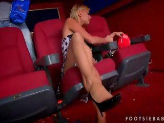 Nikky أشقر enjoys قدم جنس في السينما