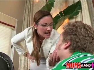 Ava hardy заловени от тя мащеха чукане