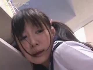 Asiatique écolière chatte teased en la bibliothèque sur camera