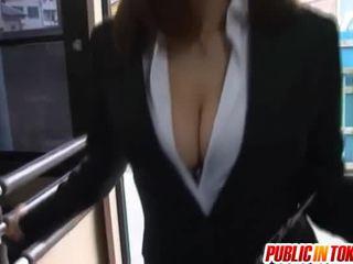 mamma giapponese seduce