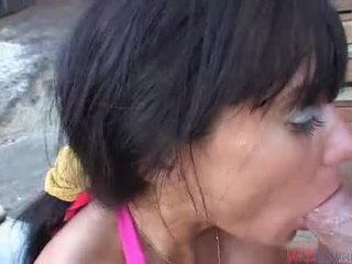 Hawt নারী মধ্যে খোলামেলা মত ঐ অনুভূতি এর একটি বাড়া মধ্যে তার মুখ