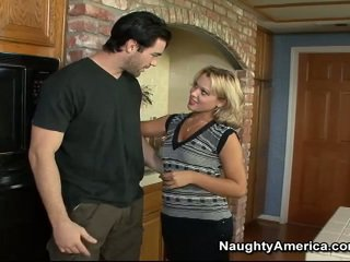 Blondie ashley dolce banged enorme onto il cucina