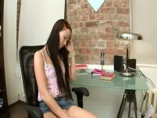 Evelina mieze büro vergnügen auf ein stuhl