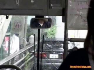 Geboord op de publiek bus