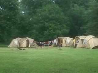 Suzie diamond em um camping