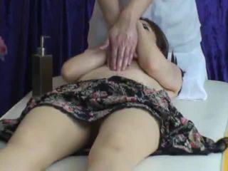 Spycam reluctant 妻子 seduced 由 masseur 2