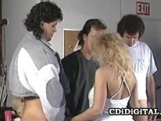 Samantha sterk blond babe suging tre cocks