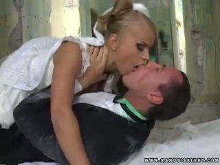Vampire jeune mariée dora venter suçage son grooms grand bite