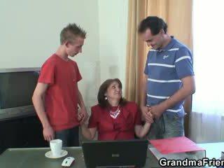 Išdykęs senelė takes two rods