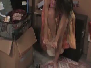 Megan jones cleans/fucks в the підвал