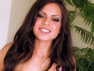 více bruneta, melouny nejlepší, velká prsa vidět