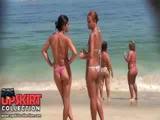 A kívánós lányok -től ezt bikini kukkolás videó are wearing micro thongs tovább puncilé asses