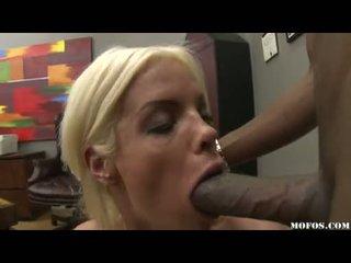 Loceklis loving jordan blue whacks viņai enjoyable throat ar a sulīga monstrous bārda