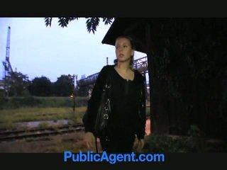Blondinė paauglys fucks viešumas agent