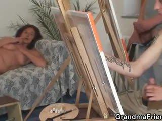Two fiatal painters csavar meztelen nagyi
