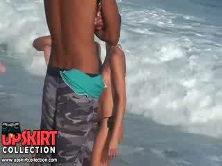 The warm morje waves are gently petting the bodies od ljubko bejbe v vroče seksi swimsuits