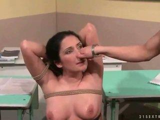 শিক্ষক punishing তার সেক্সি ছাত্রী