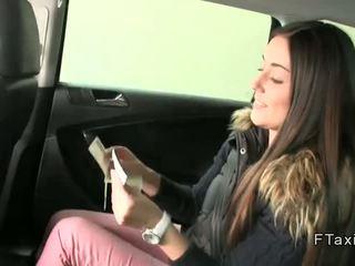 Teen im schlüpfer banged im fake taxi