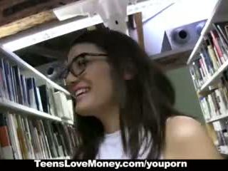 Teenslovemoney - bibliotek nerd fucks för kontanter