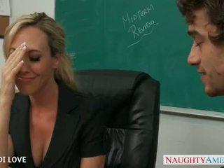 金发 老师 brandi 爱 骑术 公鸡 在 课堂