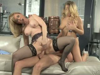 Nina hartley bounces 그녀의 moist p.