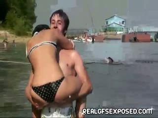 Fishing med några naken ryska tonåren