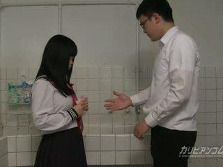 Innocent 学校 女孩 gives 口交 和 手 职位 为 extra 信用
