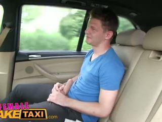 Femalefaketaxi arrapato bionda taxi driver loves giovane guyã¢â€â™s cazzo