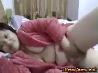 Mature Chinese Enjoy Herself On Web
