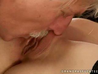 Gitta blond zkurvenej s starý člověk