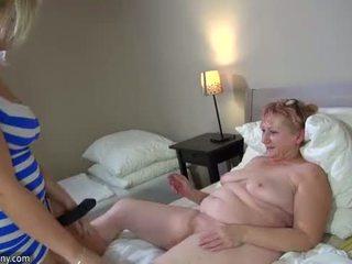 Oldnanny karstās step-mom lesbiete jāšanās ar strapon