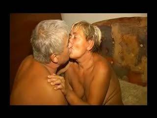Tuk lusty babičky gets ji chlupatý píča licked a fucked r20