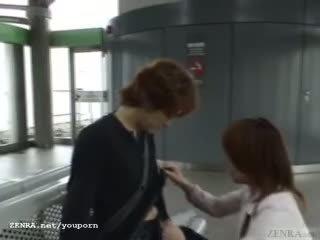 Subtitled японки публичен духане и streaking в влак