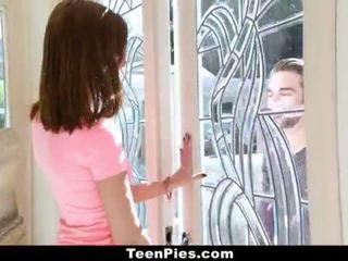 Teenpies - virgin kvinne gets accidentally creampied