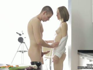 뜨거운 비탄 아기 빨기 과 빌어 먹을 에 그녀의 부엌 와 정액