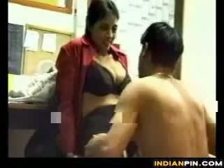 Indisk sekreterare sucks och fucks