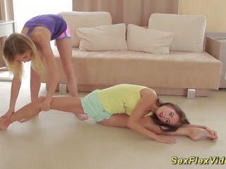 নমনীয় girlfriends stretching, বিনামূল্যে এইচ ডি পর্ণ 36