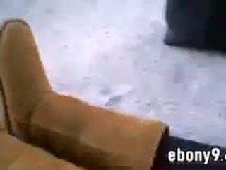 আবলুস বালিকা shows বন্ধ তার পা বাহিরে