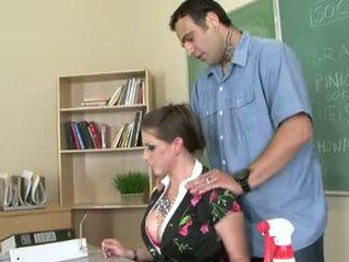Rachel roxxx es un cachonda profesora