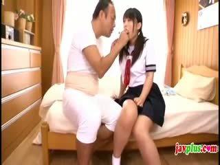 Japanska innocent skol seduced av gammal ugly farbror