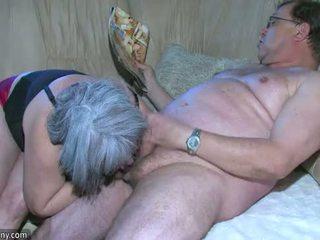 Oldnanny apaļas vecmāmiņa ir ļoti uzbudinātas liels trijatā