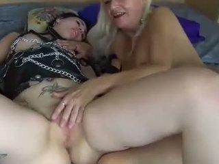 Lesbian muda dan dewasa wanita