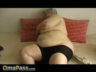 Vecs apaļas vecmāmiņa ar liels bumbulīši plays ar dildo