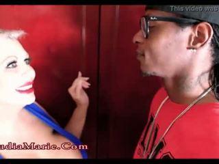 Milzīgs fake zīle paklīdusi sieviete claudia marie cheats par vīrs ar a melnas vīrietis <span class=duration>- 1 min 43 sec</span>