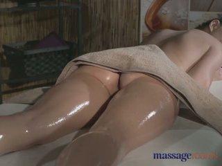 Hieronta rooms tattooed stunner has kauniita ajeltu hole filled kanssa kukko - porno video- 481