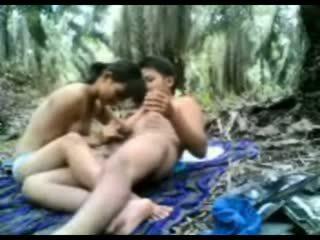 इंडोनीषियन टीन गड़बड़ में the जंगल